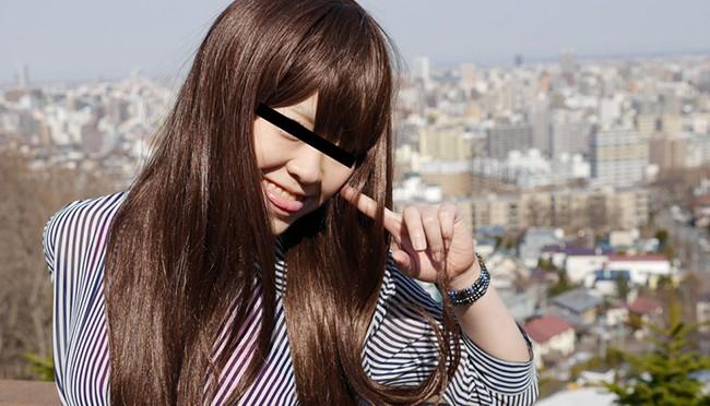 元気いっぱいのキュートな素人娘「白井茜」JKコスプレがお似合いです